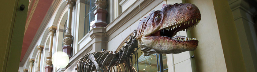 Pääsiäinen täynnä dinosauruksia