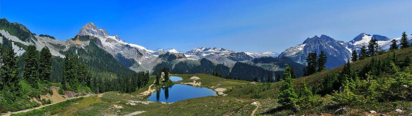 Kauniiden alppiniittyjen Elfin Lakes